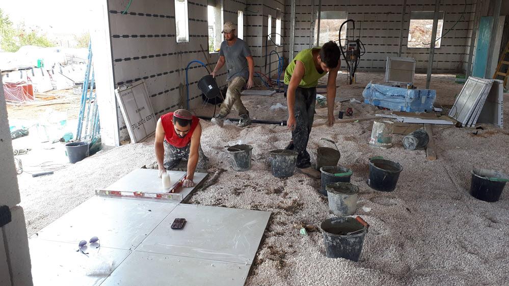 רצפים בבית בבניה