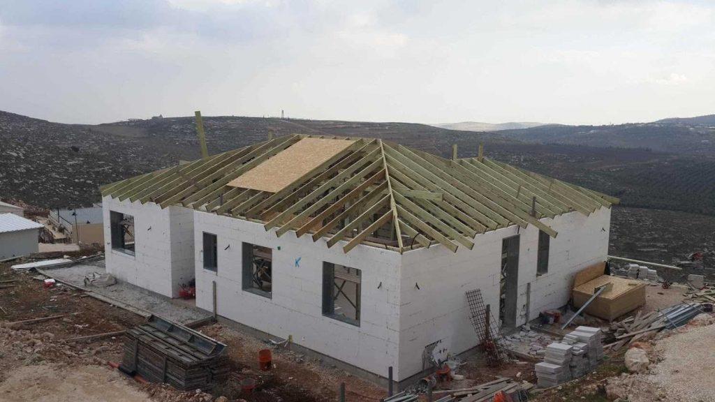 ומתחילים כבר את הגג
